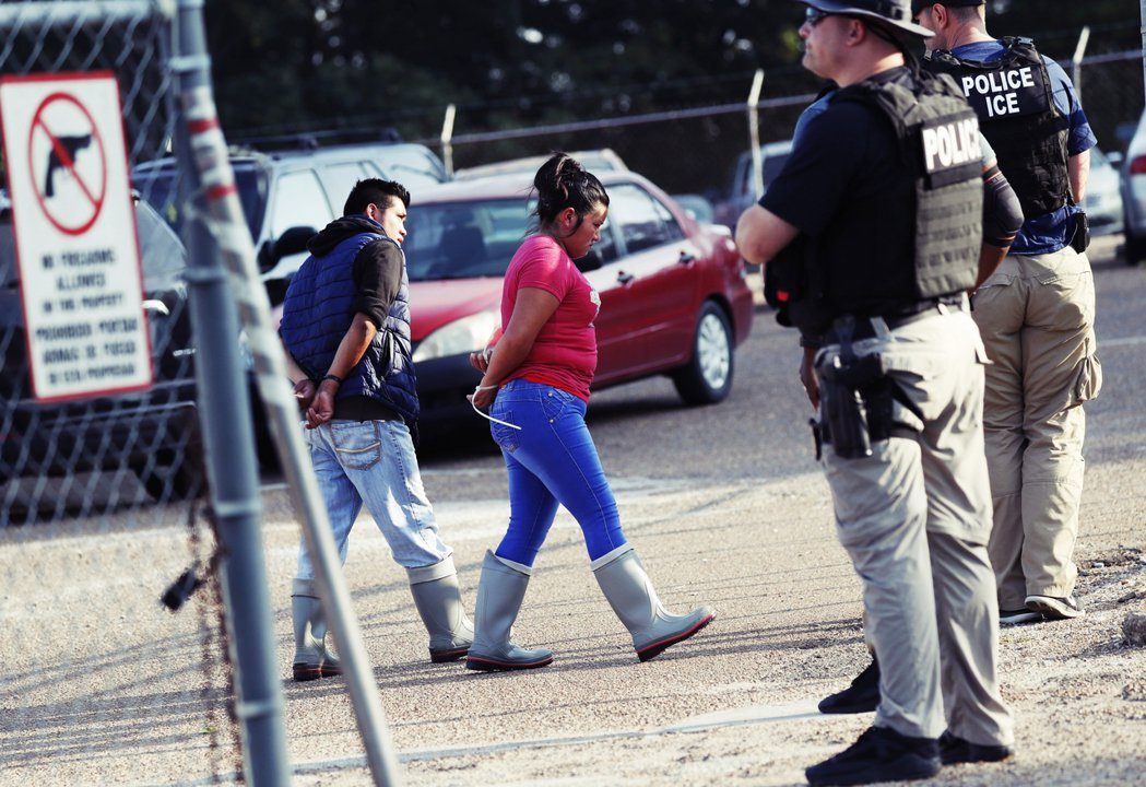 許多被逮捕者的兒女(包括出生於美國境內而具有公民身份的孩童),在此搜捕行動後,已...