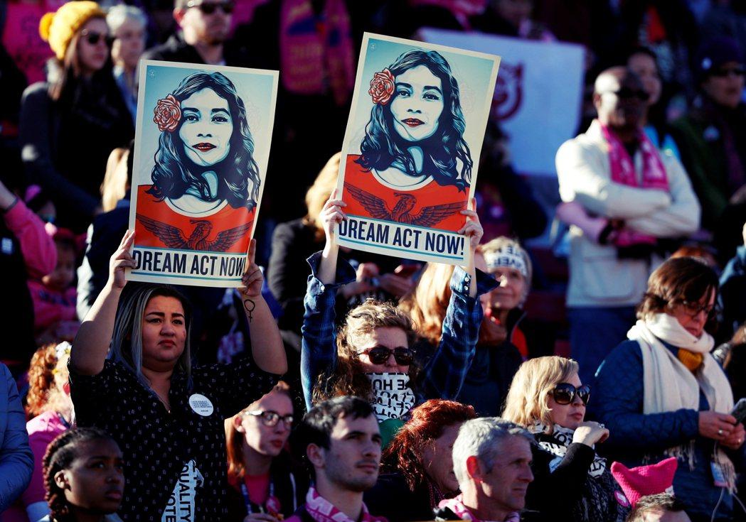 在移民人權團體的推動下,川普廢除DACA的行動接連在多個聯邦法院引發訴訟,其移民...
