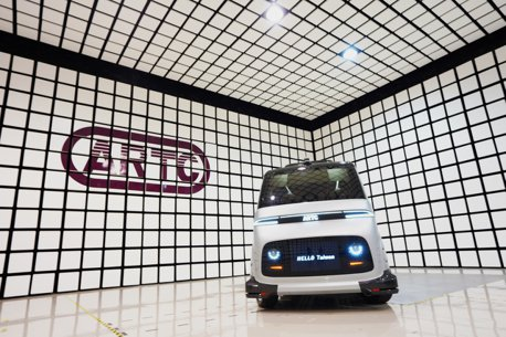 影/國內第一台自製自駕電動小型巴士 WinBus正式誕生!
