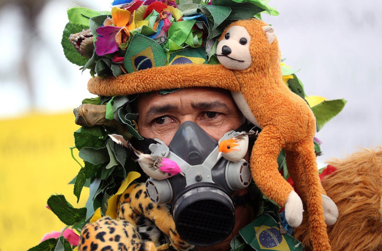 巴西民眾示威抗議當局救援亞馬遜雨林不積極。 路透社