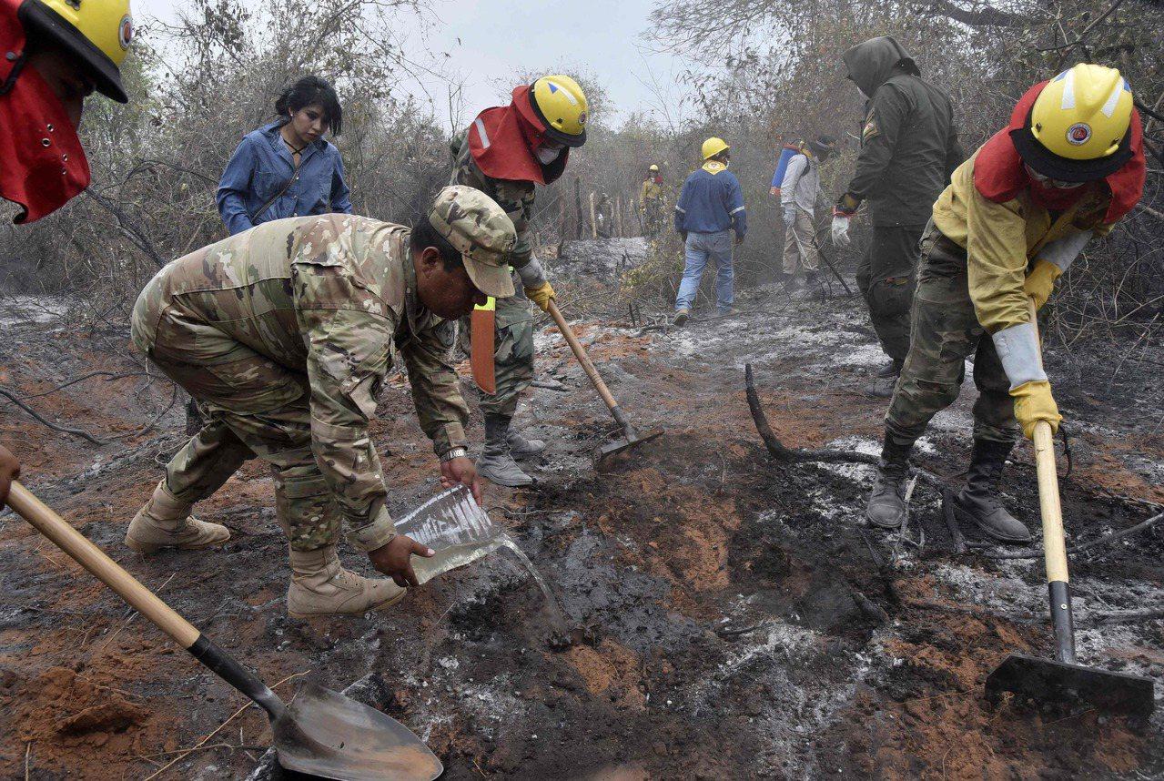 巴西總統目前已授權軍隊投入亞馬遜大火救援。 法新社