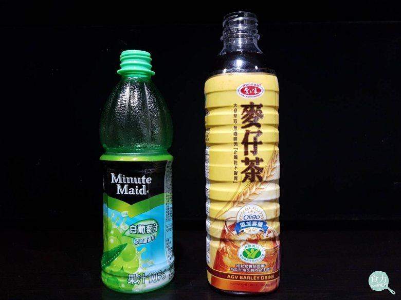 左為結晶瓶口(不透明綠色的部分),右為一體成型(非結晶瓶口)。 圖片提供/食力