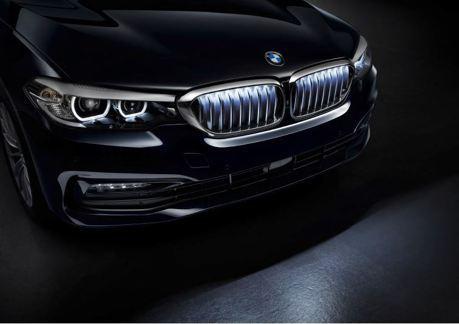 這肯定是最潮配備之一 BMW 5 Series現在多了「會發光的鼻孔」!