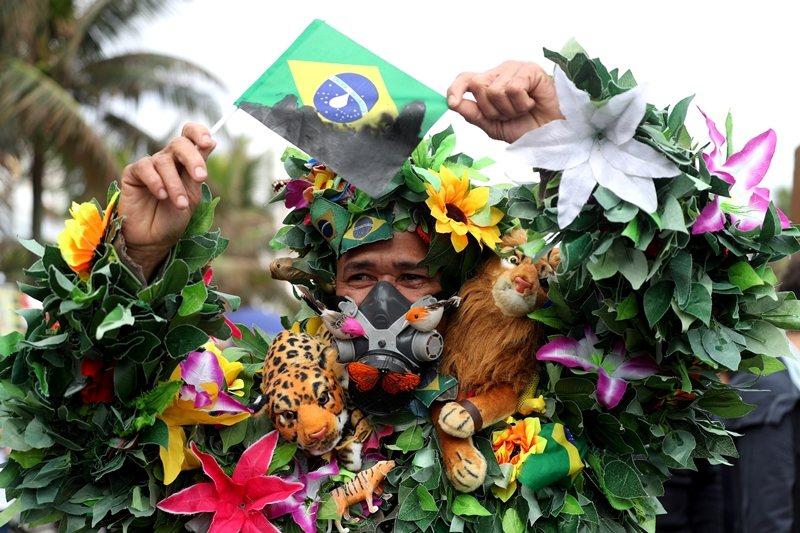 8月26日,巴西民眾為亞馬遜雨林大火發聲,攝於巴西里約熱內盧。 圖/路透社