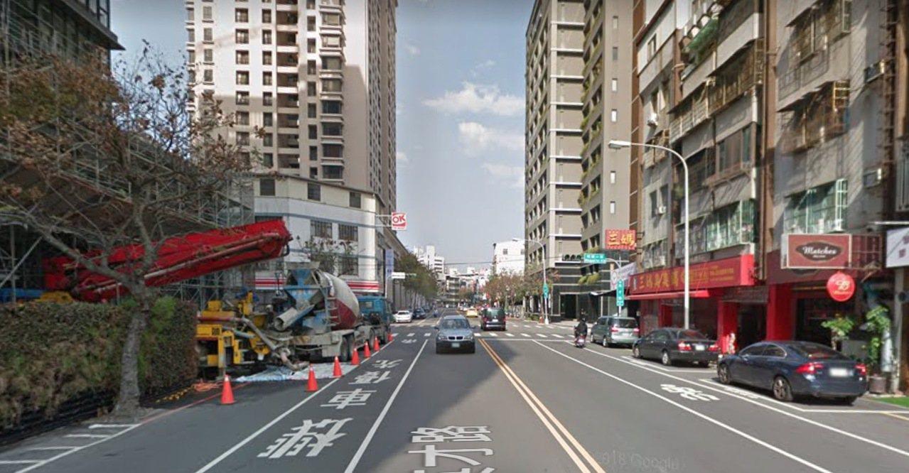 台中市北區英才路大樓今天清晨6時許傳出母抱子墜樓,警消到場時,二人已明顯死亡。圖...