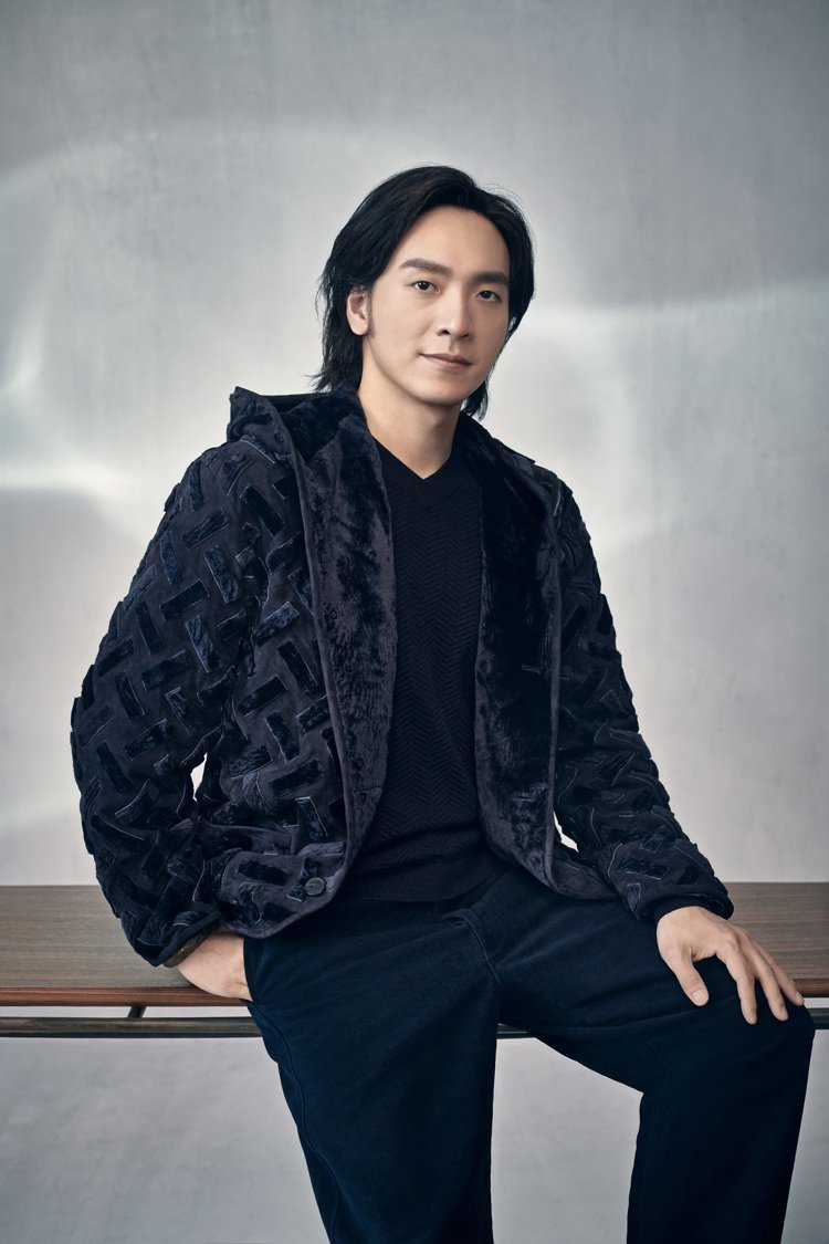 大陸鋼琴家吳牧野為GIORGIO ARMANI拍攝秋冬男裝形象大片。圖/嘉裕西服...