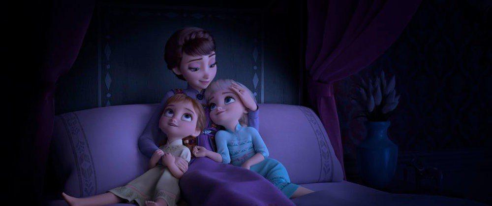「冰雪奇緣2」會回溯王后與兩個女兒安娜、艾莎的互動。圖/摘自twitter