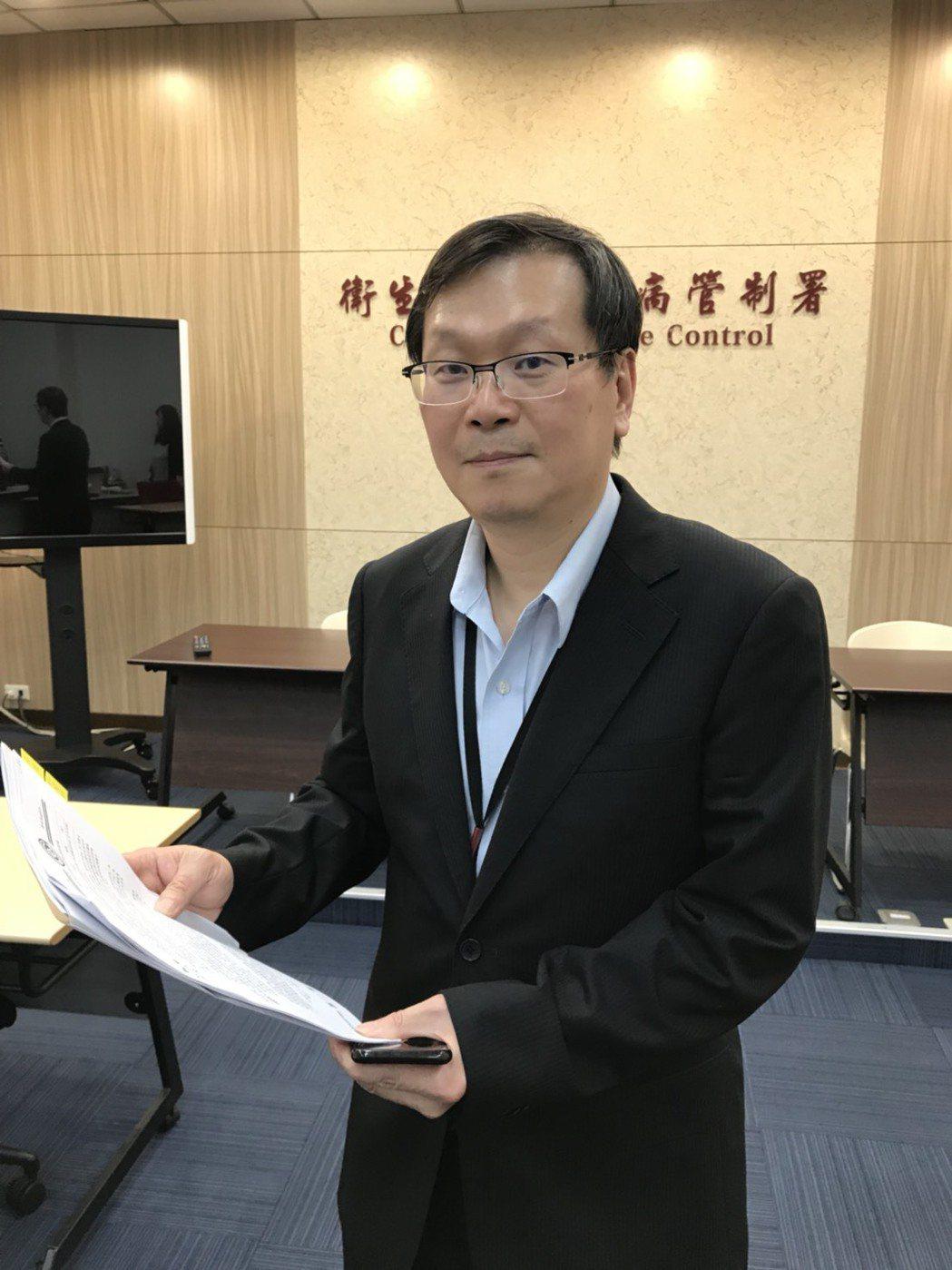 疾管署副署長莊人祥表示,本周中小學等即將開學,腸病毒併重症恐有一波小高峰,提醒家...