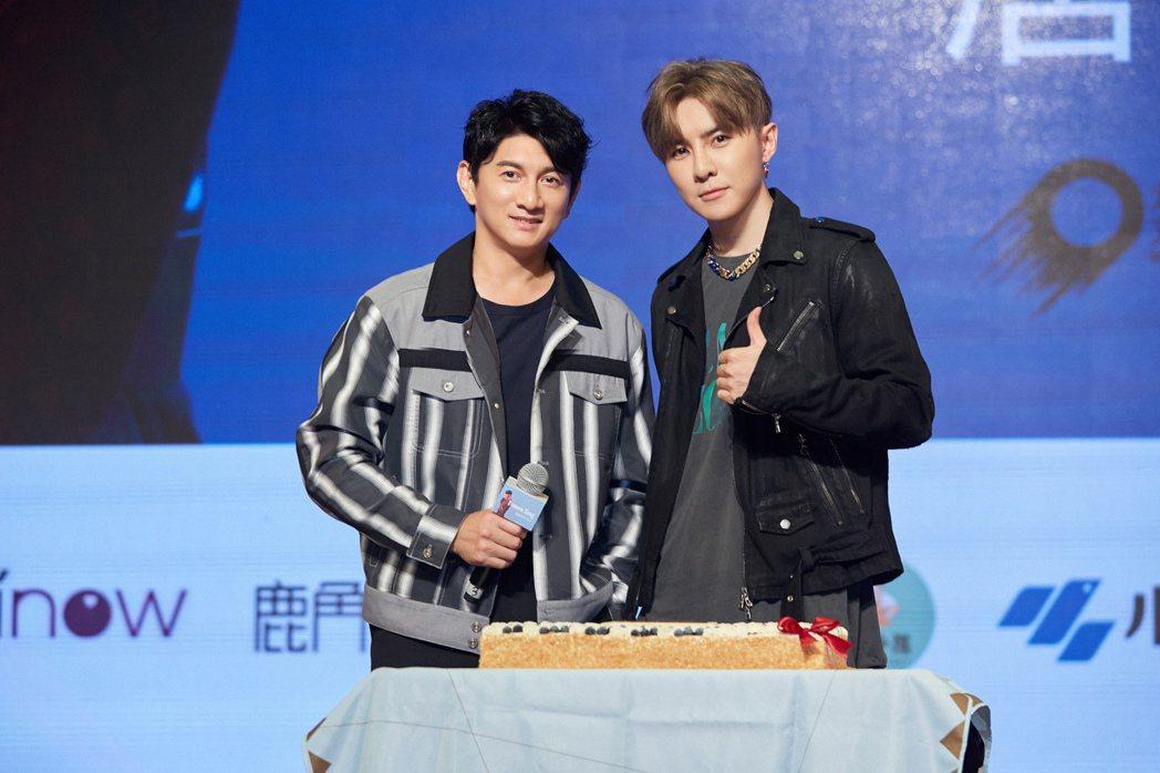 吳奇隆(左)驚喜現身替唐禹哲慶生。圖/開麗娛樂提供