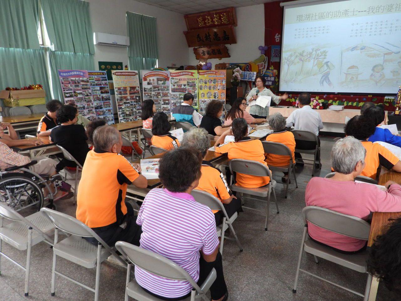 台南市大內區99歲接生婆楊許寶秀故事,今天新書發表場面感人。記者周宗禎/攝影
