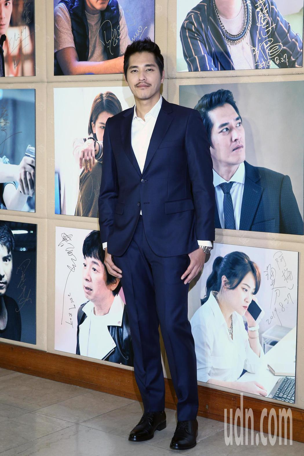 藍正龍(圖)昨天出席台視、八大新戲《你那邊怎樣‧我這邊ok》首映記者會,神救援二...