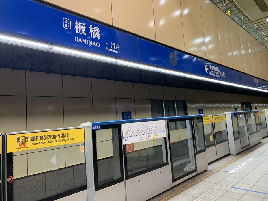 由於多數民意希望不要更名,新北捷運局表示,未來捷運板橋站有可能在名稱旁加註「新北市政府」。記者張曼蘋/攝影
