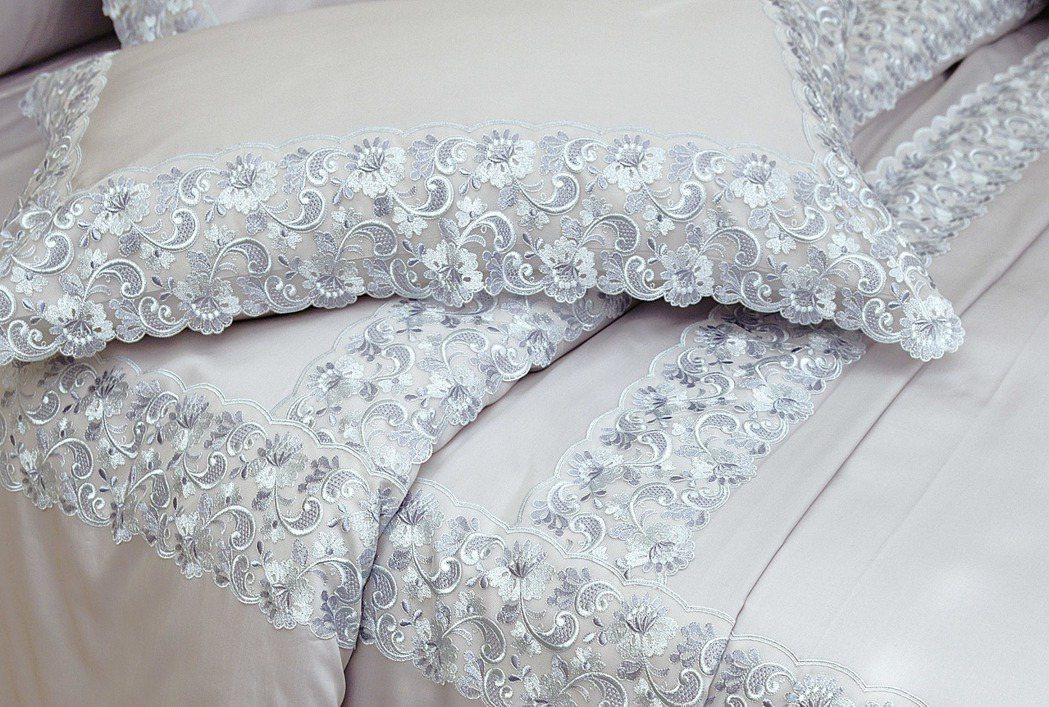 SOMMA義大利原裝進口Madame薄紗蕾絲加大床組/售價38,000元。圖/日...