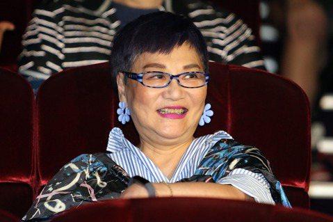 第54屆金鐘獎終身成就獎得主為張小燕,由澎恰恰揭曉,她對提拔後輩相當努力,也是電視圈的活字典,得獎實至名歸。