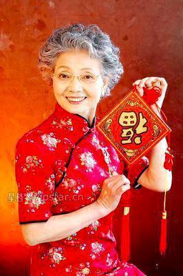 89歲的盛瑞玲,被大陸網友稱呼她為:「中國最時尚的神仙奶奶」。 (百度百科)