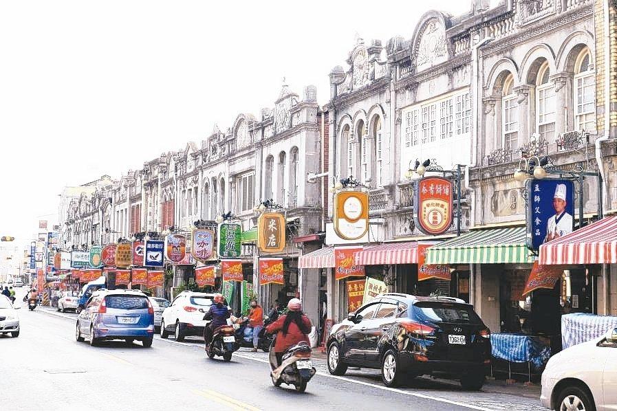 獨資商號進行轉讓或繼承,課稅方式並不相同。圖為台南新化老街老商號。 本報系資料庫