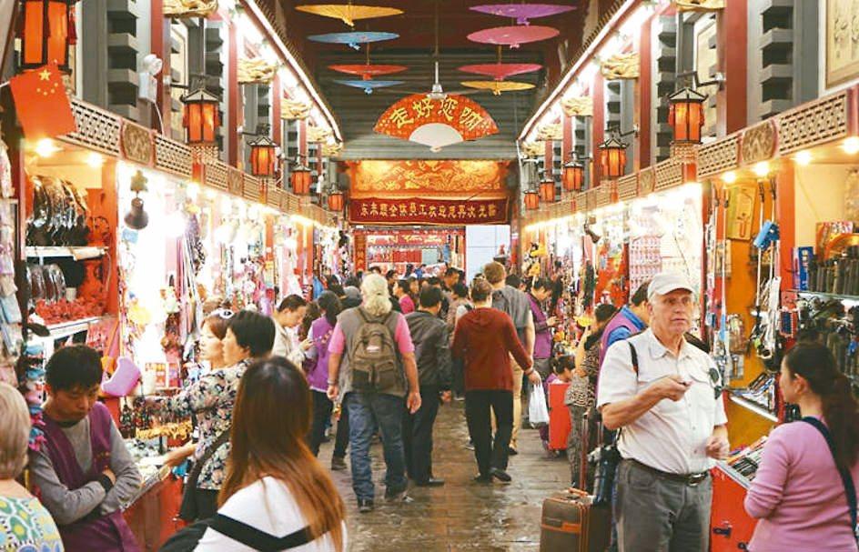 大陸提出20條提振消費信心政策措施。圖為北京街景。 本報系資料庫
