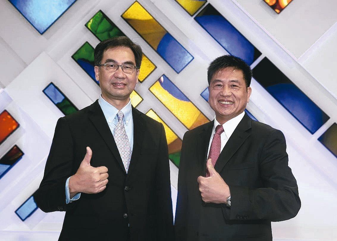 友達董事長彭双浪(右)、總經理蔡國新(左)。 記者曾吉松/攝影