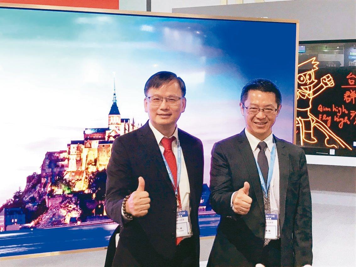 群創董事長洪進揚(右)及總經理楊柱祥(左)。 記者蔡銘仁/攝影
