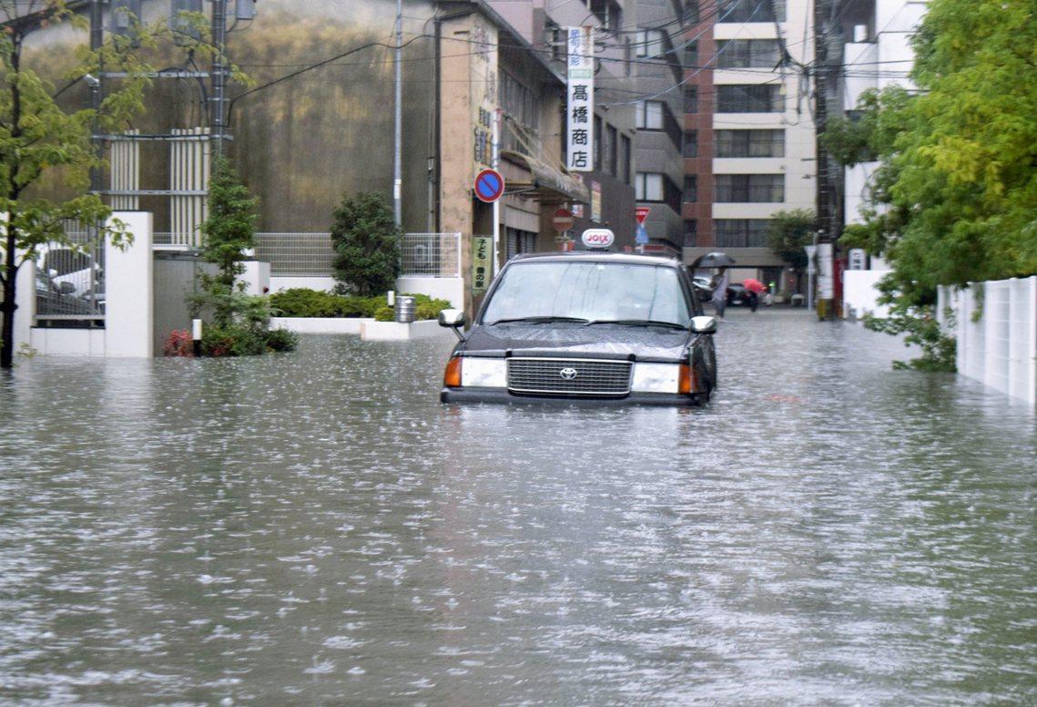 日本《讀賣新聞》報導,北九州豪雨已知造成1人死亡、2人心肺停止(仍在急救中)。三...
