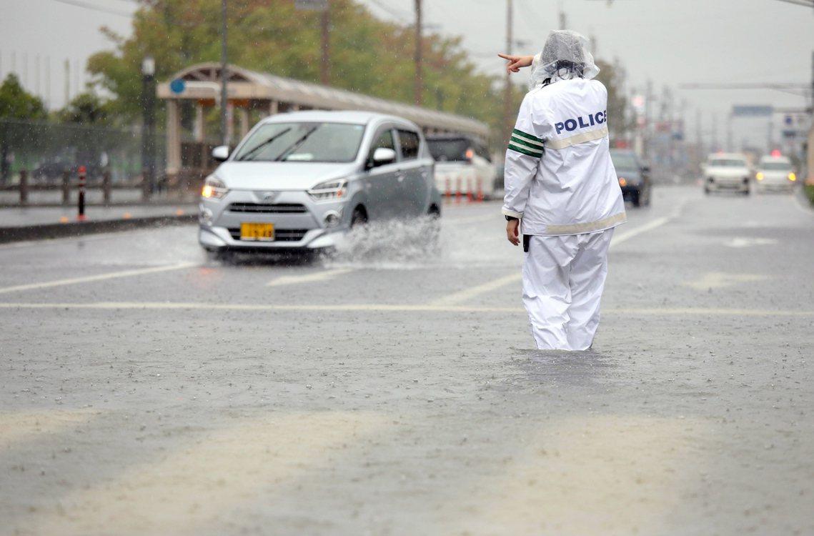 「現在的天候狀況非常危險,但民眾仍應保持冷靜,遵從村里的疏散指揮。」日本氣象廳表...