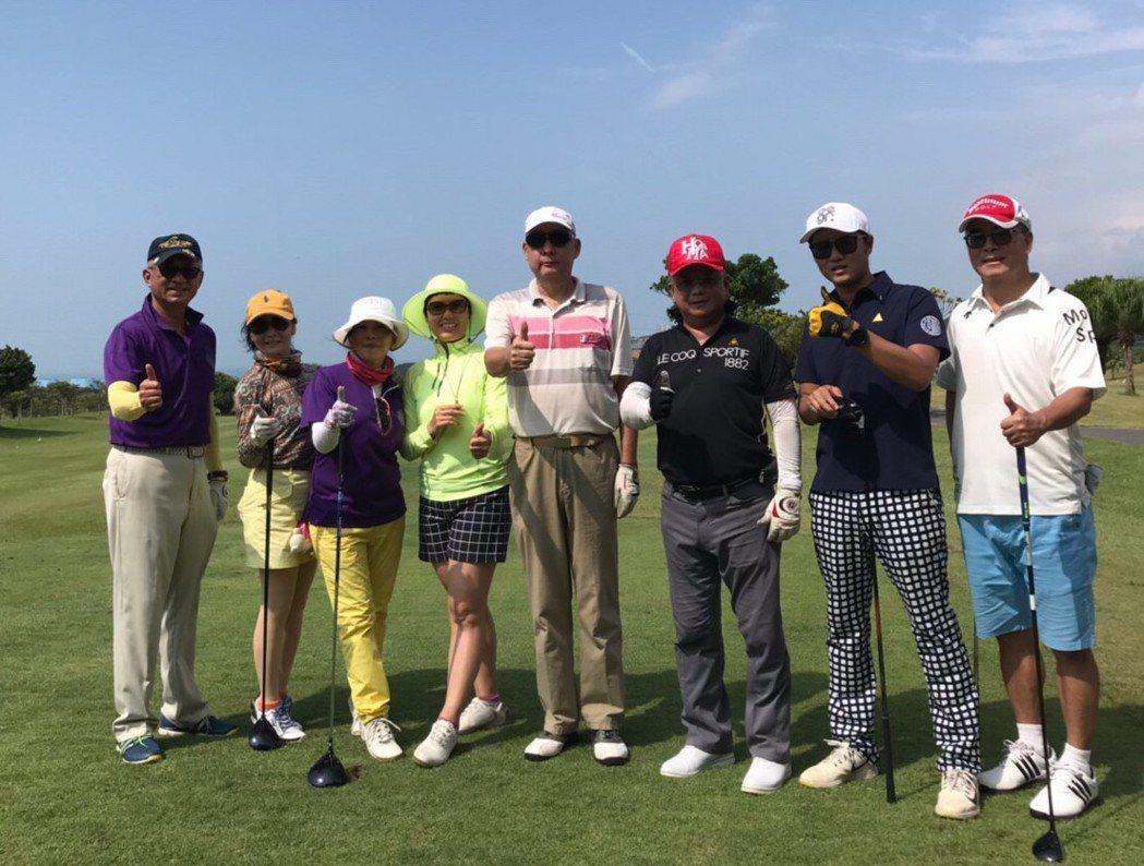 一三高爾夫教學中心創辦人黃玉潔(Amber)認為,高爾夫是非常好的社交活動。 業...