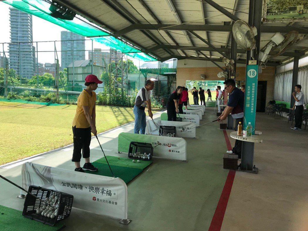 高爾夫球適合各年齡層、各種體型的人進行。 業者/提供