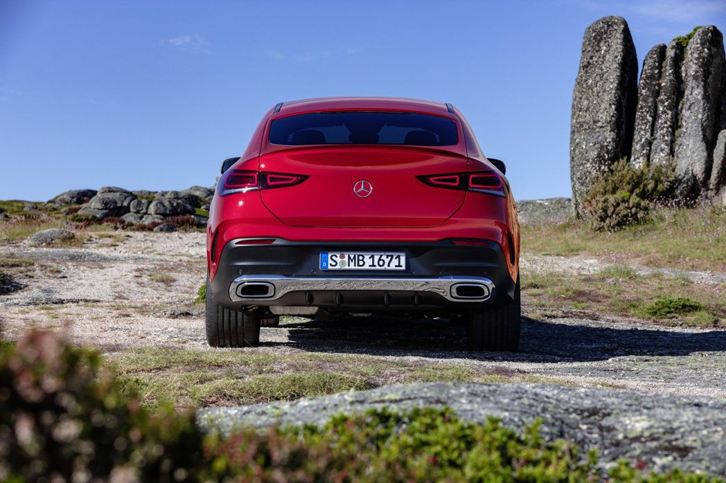 新世代Mercedes-Benz GLE Coupe車尾變化較大。 摘自Merc...