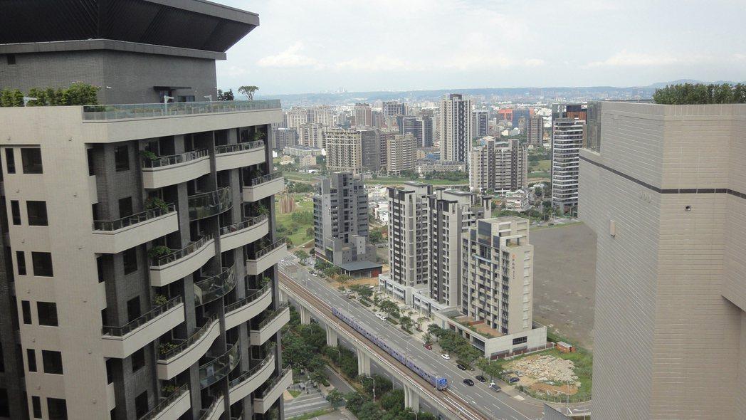 桃園高鐵青埔站建案競爭白熱化。圖/倪子仁提供