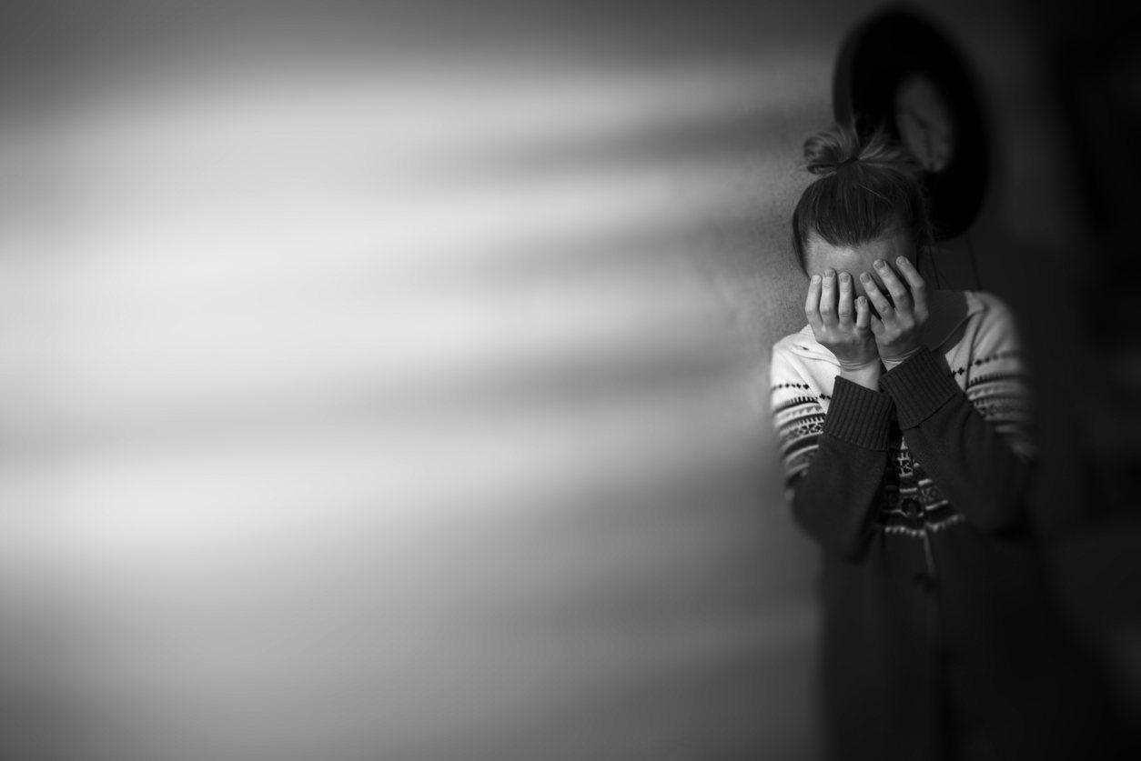 印度一位15歲少女因不乖而被判姦刑,遭到長老們輪姦,甚至剃光頭髮遊街示眾。圖片來...