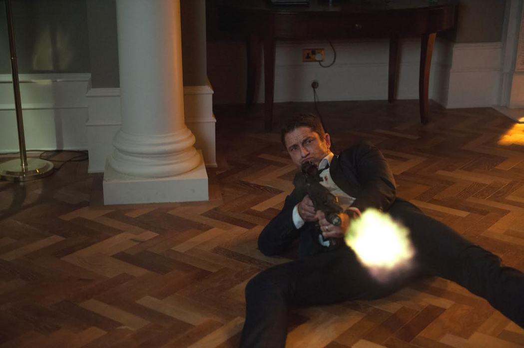 傑哈巴特勒在「全面攻佔2:倫敦救援」中出生入死。圖/CatchPlay提供