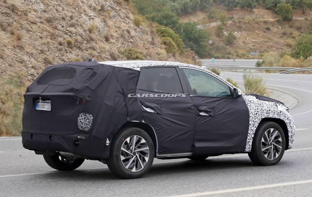 第四代Hyundai Tucson偽裝車捕獲。 摘自Carscoops