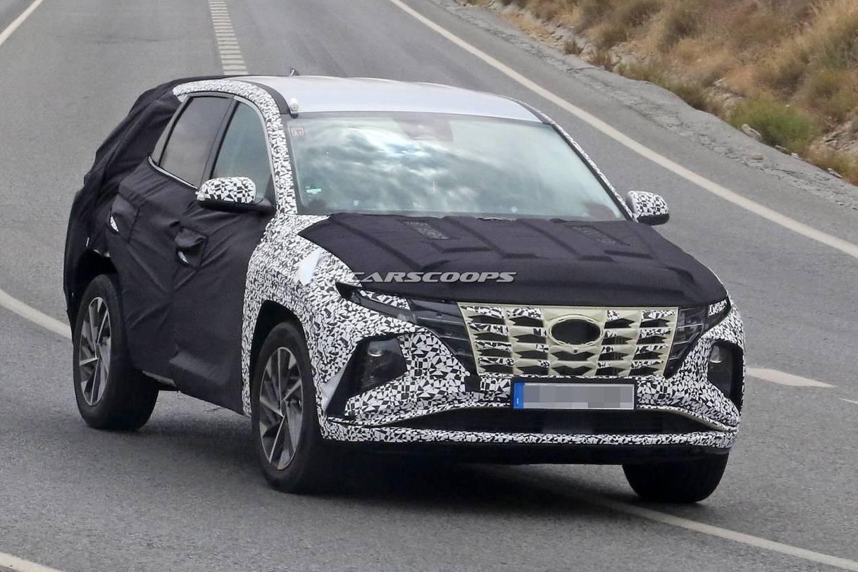 大改款Hyundai Tucson偽裝車捕獲 前衛車頭難道向Sonata看齊?