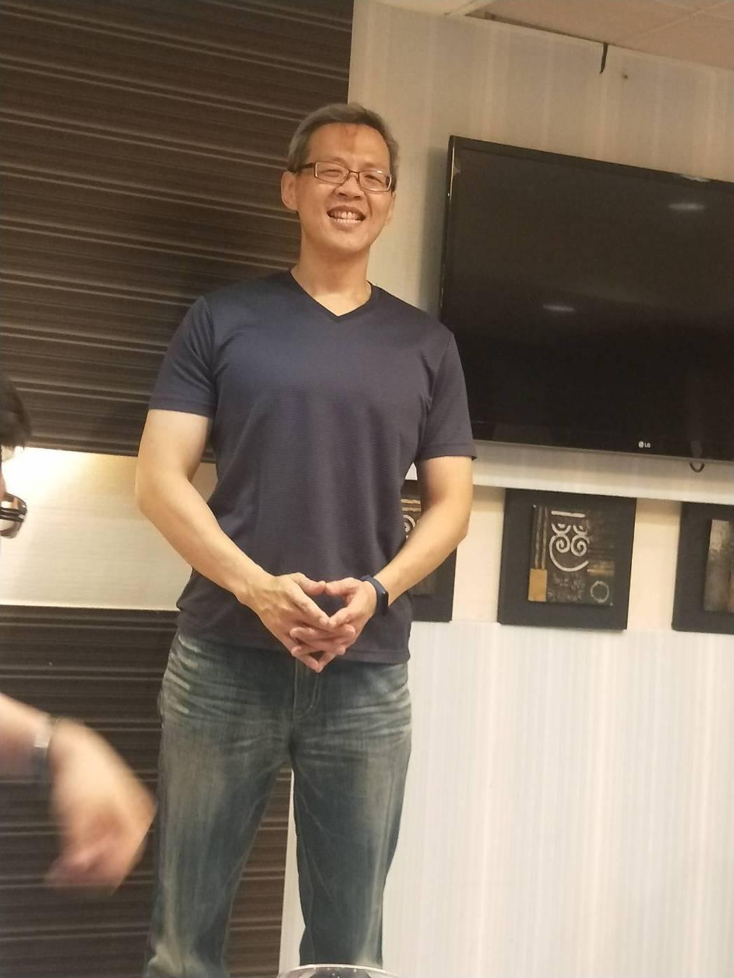 衛福部立基隆醫院急診室主任陳輝財最近減肥成功,從今年2月至今,半年共減12公斤,...