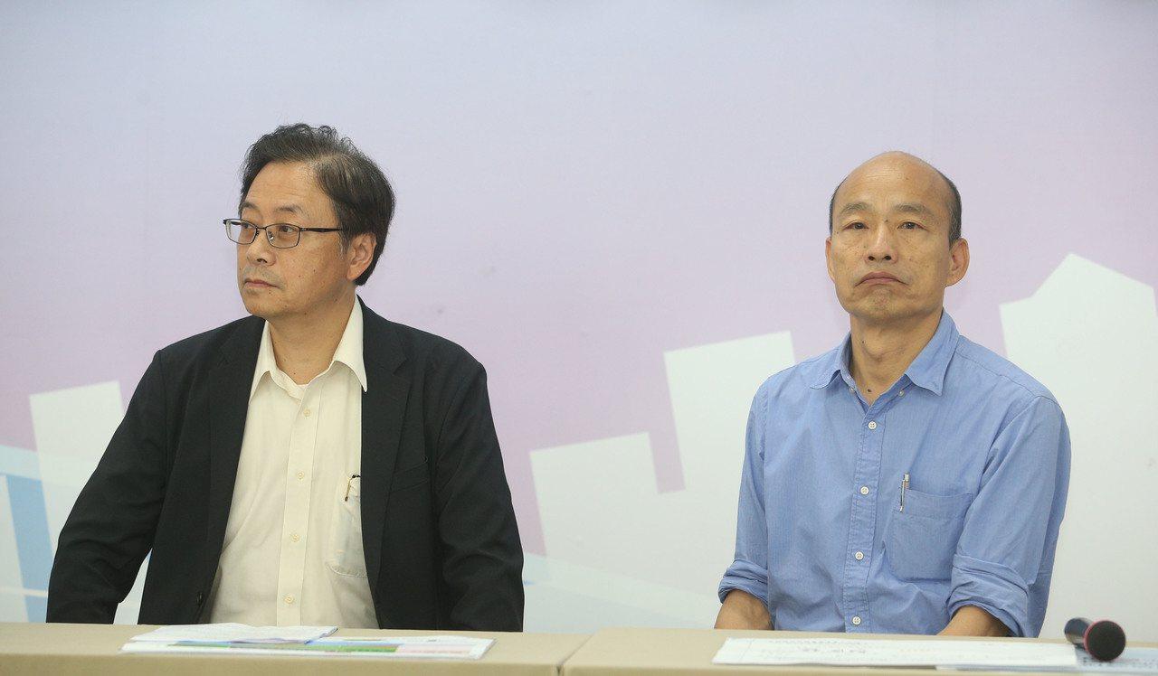 國民黨總統參選人韓國瑜(右)與國政顧問團總召張善政。 本報資料照