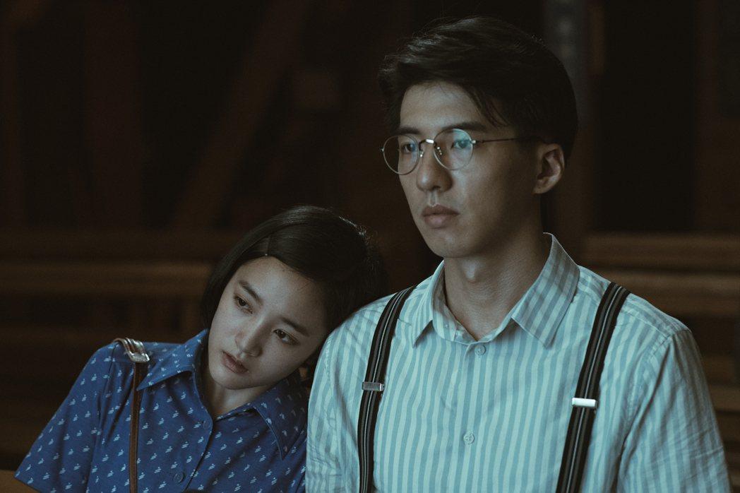傅孟柏(右)和王淨在片中談師生戀。圖/影一提供