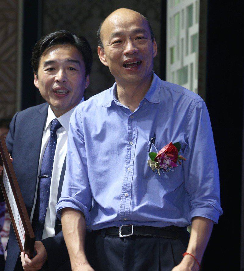 頒獎表揚169位里長時有2位里長嗆聲,高雄市長韓國瑜說領獎和表達意見分開會比較好。記者劉學聖/攝影