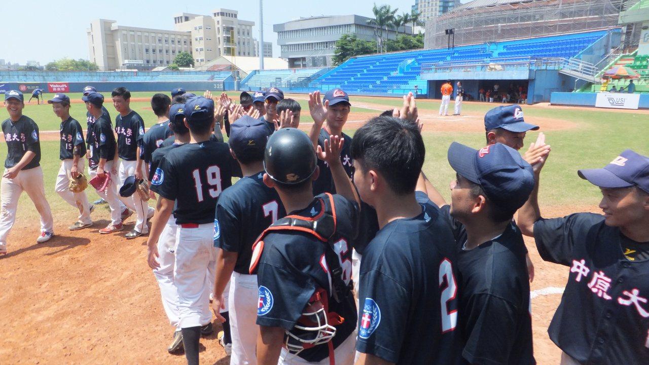 中原大學輕鬆擊敗廈門大學,在海峽兩岸學生棒球聯賽3連勝。記者藍宗標/攝影