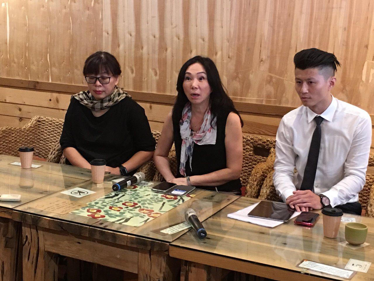 高雄市長韓國瑜妻子李佳芬今天親上火線回應農舍風波。記者陳雅玲╱攝影