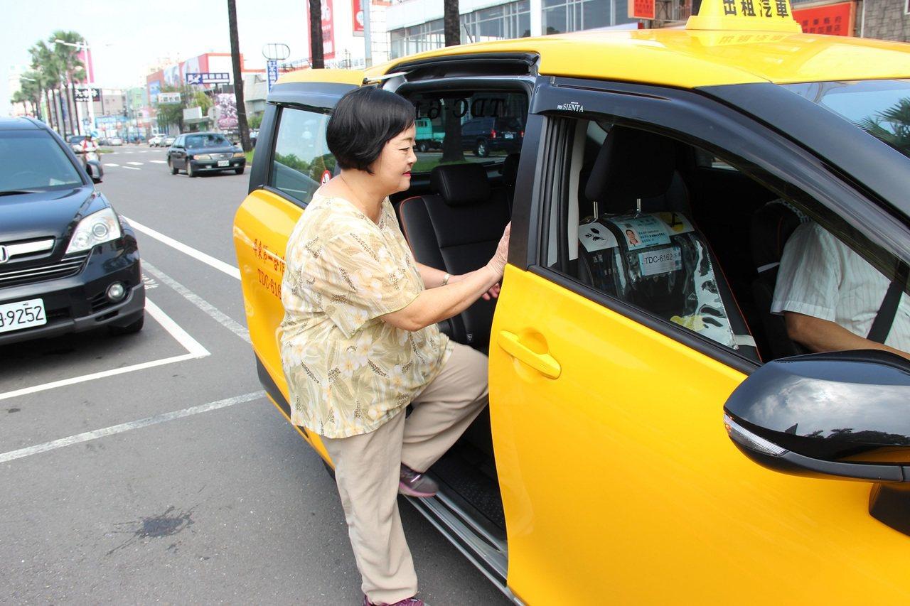 屏縣小黃公車九月推出全新服務 搭一次只要10元