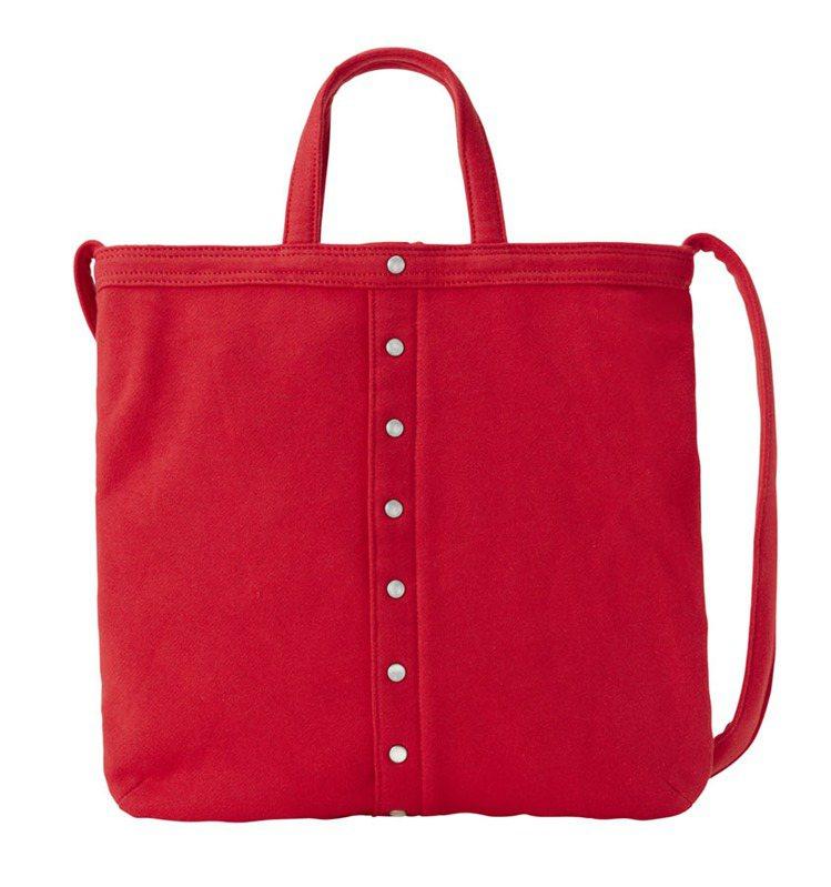 紅色厚棉布手提肩背兩用包,5,280元。圖/agnè s b.提供
