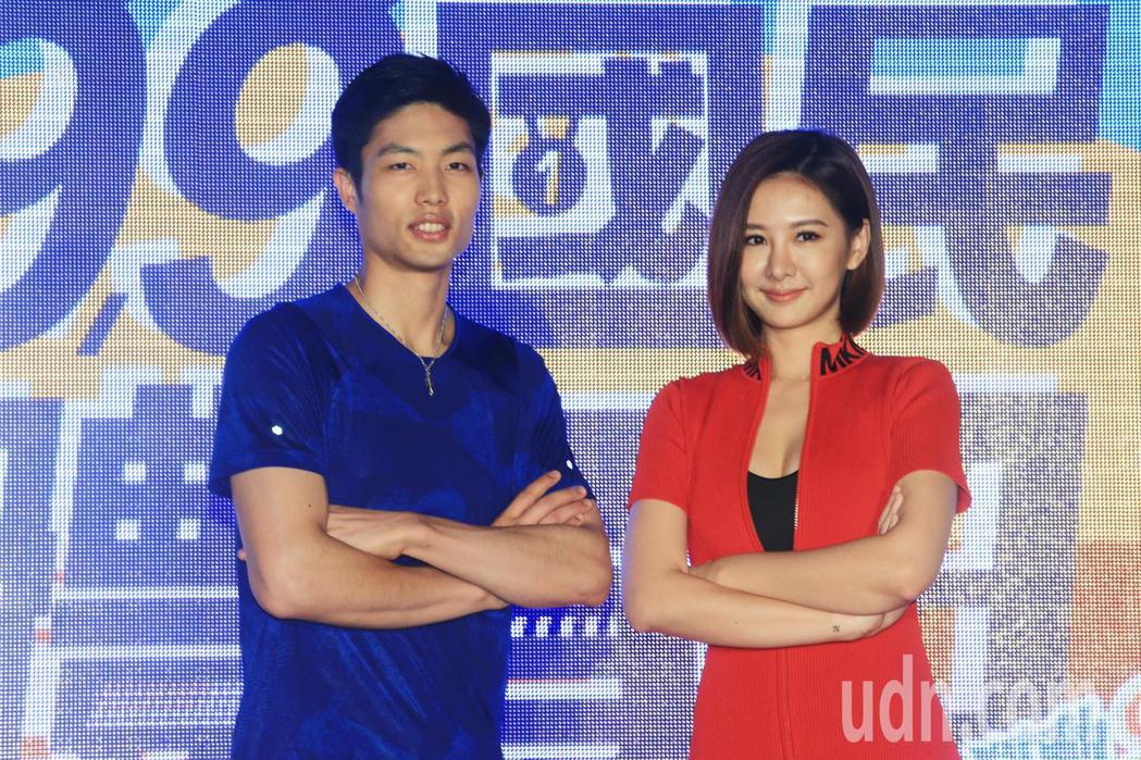 羽球一哥周天成(左)與藝人安心亞(右)擔任國民體育日活動代言人。記者陳正興/攝影