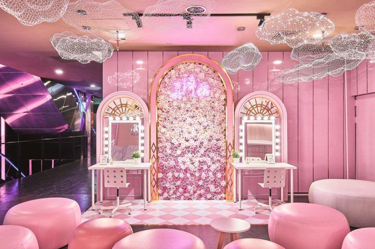 粉色系夢幻店裝,滿足女性消費者喜愛拍照打卡的需求。圖/樂天餐飲集團提供
