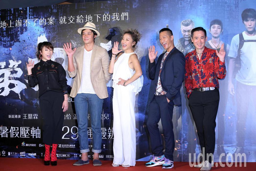 海裕芬(左起)、姚元浩、張允曦(小8)、高英軒、應蔚民,出席「第九分局」首映會 ...