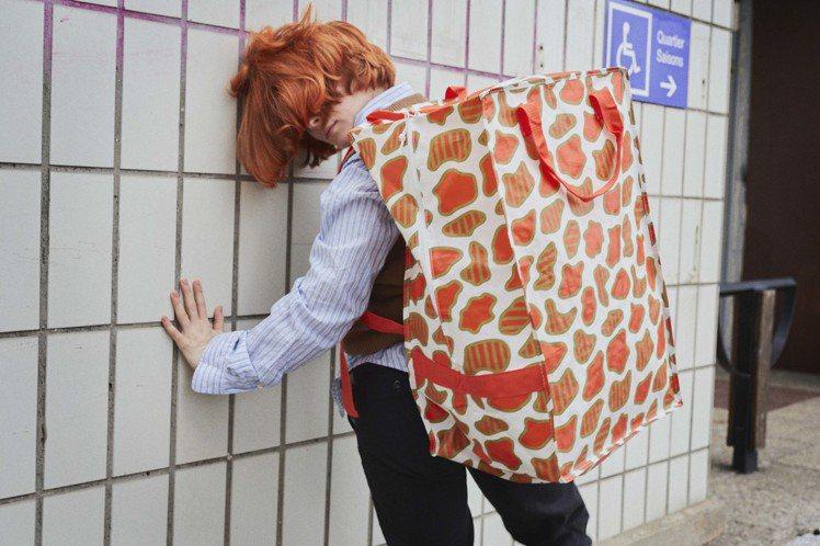 OMBYTE袋子(白色/橘色),售價199元。圖/IKEA提供