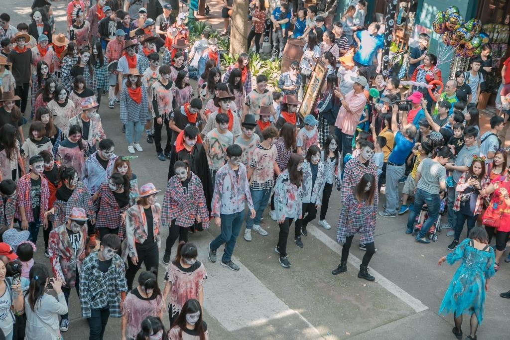 為迎接萬聖節,六福村限額100名的「猛鬼團隊」開徵。圖/六福村提供
