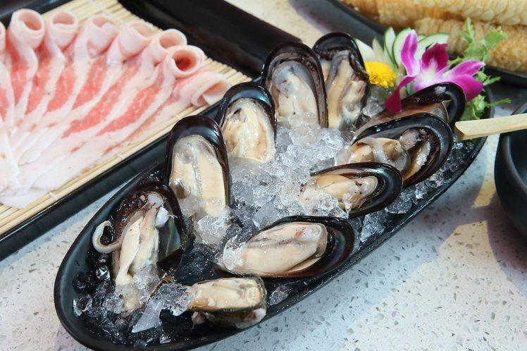 澎湖淡菜乃是台灣美滋鍋獨有的料理,每份500元。記者陳睿中/攝影