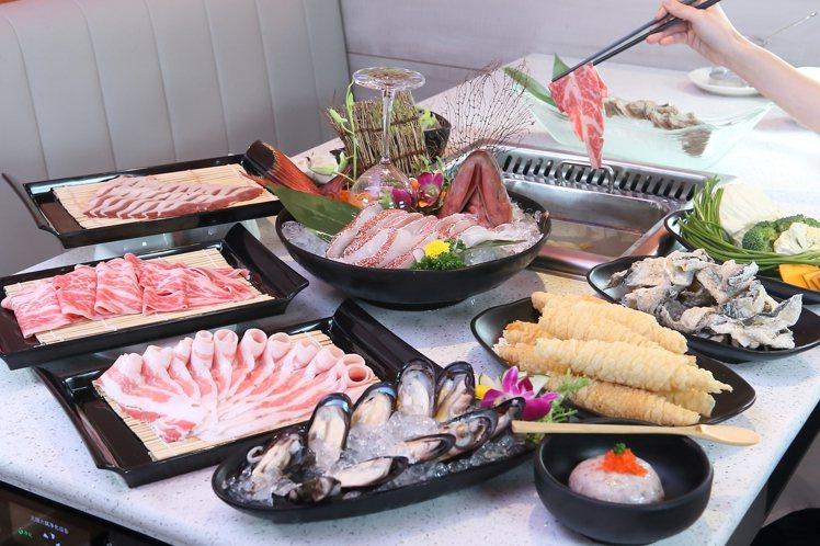 美滋鍋共有6種湯底、220餘種的火鍋食材可供選擇。記者陳睿中/攝影