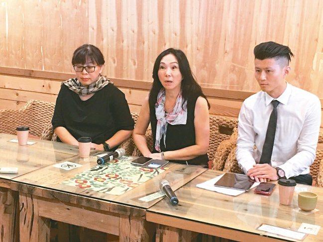 高雄市長韓國瑜妻子李佳芬(圖中)日前回到雲林說明農舍事件。 報系資料照