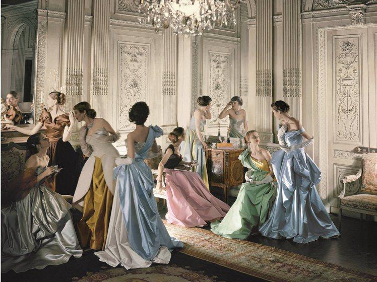 攝影師Cecil Beaton拍攝的Charles James主題經典照片。圖/...